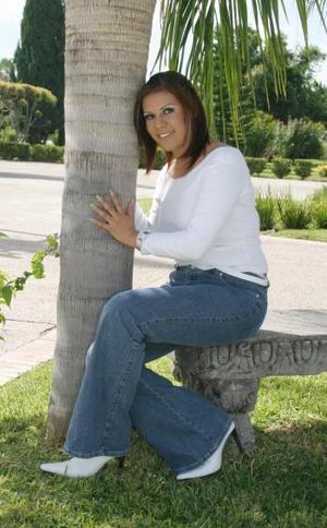 Nombre:Eréndira Martínez Edad: 23 años Estudia: En Cd. Juárez, Dgo.  Metas:Llegar a ser una gran profesionista