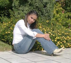 Nombre:Erika Velez  Edad:18 años Estudia:Educación normal  Metas:Superarse como persona y terminar su carrera.