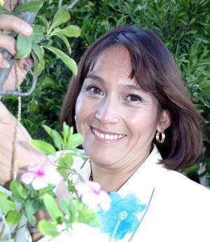 <u><i> 07 de noviembre de 2004</u></i><p> Sonia Ortiz, captada en su despedida de soltera.