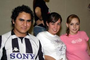 Iván de Luna, Sonia Anaya y Liz Handam.