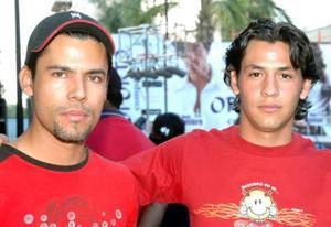 <u><i> 07 de noviembre de 2004</u></i><p>  Roy Robles y Enrique Morqueche.