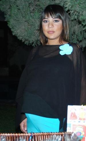 Mónica Barba de Enríquez recibió lindos obsequios, en la fiesta de canastilla que le ofrecieron sus familiares recientemente.
