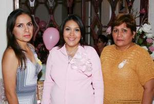 D Yebel García de Pérez disfrutó de una amena reunión, que le ofrecieron Fabiola García de Bautista y María Elena Rodríguez Alemán, en honor del bebé que espera.