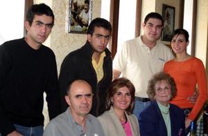 Sandra Zarzar de Facuse celebró su cumpleaños con una reunión en compañía de Gerardo Facuse, Hilda Kawas de Zarzar, Pedro Ruenes, Zaida, Gerardo Anotnio y Eduardo Facuse Zarzar.