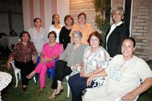 <u><i> 07 de noviembre de 2004</u></i><p> Ex alumnas de la escuela Contable; Margarita Flores, Rocío Chapa, Irene y María Elena Estrada, Rebeca de Cuéllar, Soledad del Rivero, Yolanda Aznar, Angélica Robles y Margarita González.