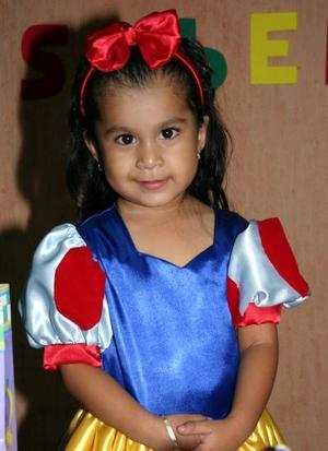 Isabella Martínez Castro Ledezma cumplió tres años de vida en días pasados, y recibió numerosos obsequios de sus amigas.