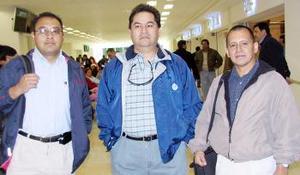 <u><i> 07 de noviembre de 2004</u></i><p>  Crescenciano Carranza e Ignacio Martínez viajaron a Durango, los despidió Jospe Hernández.