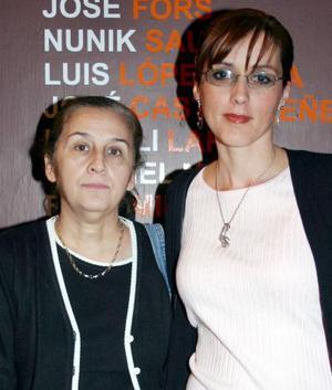 Las artistas Rosy Gordillo y Margarita Corral asistieron a una exposición de grabado