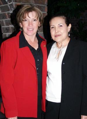 -La señora Margarita G. de Villarreal y Kitty de Domínguez fungieron como anfitrionas de una reunión del Consejo Lagunero de Jueces en Horticultura y Diseño Floral