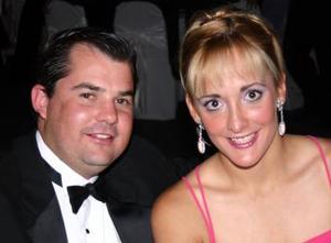 <u><i> 10 de noviembre de 2004</u></i><p> Susana Olvera y Eduardo Vega.