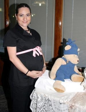 <u><i> 08 de noviembre de 2004</u></i><p> Alicia Martínez espera su bebé