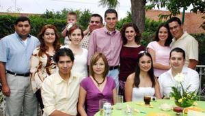 Lilián de León Hernández, recibió múltiples felicitaciones de sus familiares y amigos por motivo de su próximo enlace.