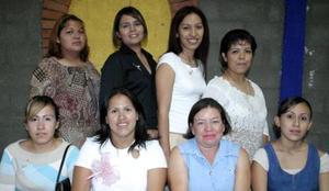 Margarita Quintana de Ávalos recibió múltiples felicitaciones de sus amistades, en la fiesta de regalos que le organizaron por motivo de la llegada de su próximo bebé.