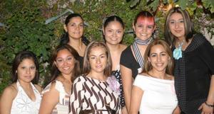 <u><i> 09 de noviembre de 2004</u></i><p>   Rosa María Luna de Rangel, acompañada por algunas amistades en su fiesta de canastilla.