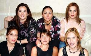 Imelda Velázquez de Carrión celebró su cumpleaños en compañía de amistades.