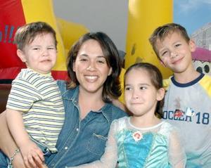 Marissa, Alberto, Isabel y Jaime Dueñes