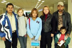 Griselda Puente, Jorge Vázquez, Rubí  Orozco, Dulce Rodríguez Manuel González viajaron a Tijuna.