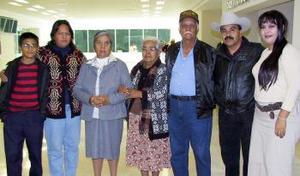 <u><i> 08 de noviembre de 2004</u></i><p> Refugio Rivas, Rafel Contreras y Mariana Yáñez viajaron a Tijuana.