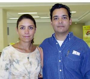 <u><i> 09 de noviembre de 2004</u></i><p>  Lorena de la Fuente viajó a la Ciudad de México, la despidió Óscar de la Fuente.