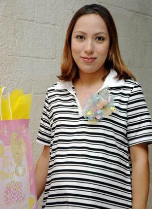 Alma Lilia Martínez Frayre disfrutó de una fiesta de canastilla que le ofrecieron al bebé que espera