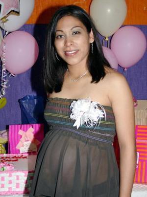 <u><i> 11 de noviembre de 2004</u></i><p>  Karla Yadira Morales de Muñoz espera el nacimiento de su primer bebé