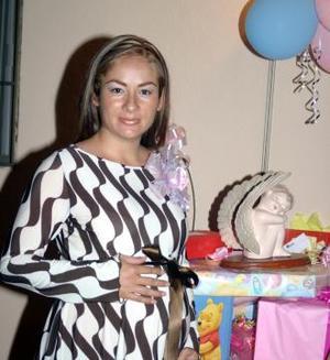 Rosa María Luna de Rangel espera el nacimiento de su bebé  para finales de diciembre