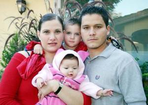 <u><i> 11 de noviembre de 2004</u></i><p>   Roberto Ramírez e Ileana Ramírez con sus hijos Roberto y Daniela Ramírez