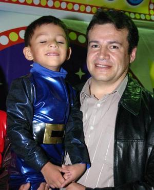 <u><i> 12 de noviembre de 2004</u></i><p>  Felipe Rivas acompañado por su hijo Ramsés Rivas Rodríguez el día de su cumpleaños.