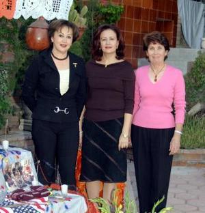 <u><i> 10 de noviembre de 2004</u></i><p>  Magaly de Necochea, Susana de González y Ángeles de Valdez