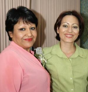 Josefina Adame Navarro y Ruth Bretado Contreras captadas en reciente festejo social