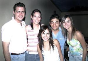 Luis Gilio García en compañía de algunos de los invitados a su fiesta de cumpleaños