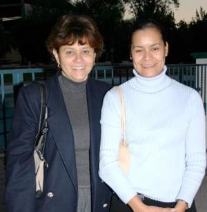 <u><i> 12 de noviembre de 2004</u></i><p> Mercedes Orozco y Cristy Ibarra