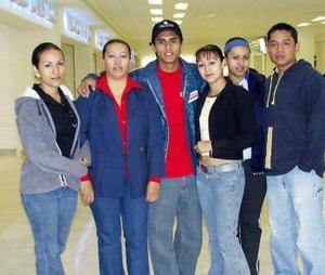 <u><i> 11 de noviembre de 2004</u></i><p>  Milton Vázquez viajó a Ecuador y fue despedido por la familia Martínez