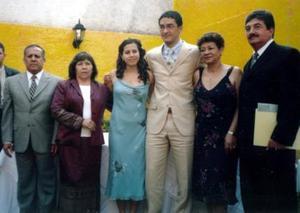 América Rangel y Víctor Estrada Garibay con sus papás eb reciebte festejo celebrado en la Ciudad de México