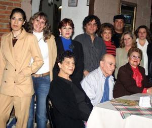 Con una fiesta despidieron a José Toscano que viajó a Mexicali y a Noé Cabos que viajó  a España organizada por sus familias