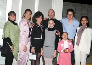Leticia Tirado, Elsa TIrado, Mireya Valdez, Alberto Montebruck, Elsa Montebruck, Sofía Valdez