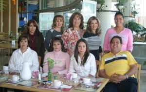 Con motivo de su cumpleaños, Edith Pérez de Rodríguez disfrutó de un convivio