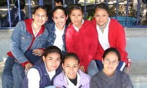 Mayra Mata, Michelle López, Cristy Flores, Sandra Navarro, Cthy Codina y Sofía Martínez