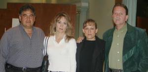 José Alatorre, Gina de Alatorre y Gabriel Villalobos