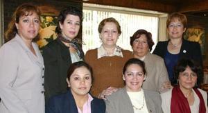 <u><i> 13 de noviembre de 2004</u></i><p> Rosa María Vázquez de Sarmiento con sus amigas
