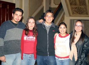Alan Salazar, Nidia García, Carlos Ortiz, Natalia Acevedo y Tere Navarro