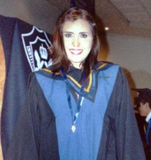 Lic. Claudia Bretado Escajeda recibió la Medalla al Mérito Académico en la ceremonia de graduación de la Maestría en Psicología Clínica en la Ciudad de Saltillo Coahuila