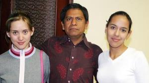 <u><i> 14 de noviembre de 2004</u></i><p> Yazmín Reyes, Gustavo Montes y Venus Serrato