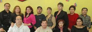 Aramando González disfrutó de una fiesta que le ofrecieron por motivo de su jubilación