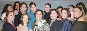 <u><i> 14 de noviembre de 2004</u></i><p>  Sandra Elia Garibay recibió felicitaciones por su próximo bebé
