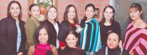 <u><i> 14 de noviembre de 2004</u></i><p> Irma Paola con sus amigas Anabell, Débora, Susana, Klarisa, Paloma, Brenda, Mayra y su prima E