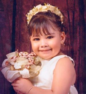 Niña Valeria Guadalupe Blanco Triana, en una fotografía de estudio con motivo de sus tres años de vida.