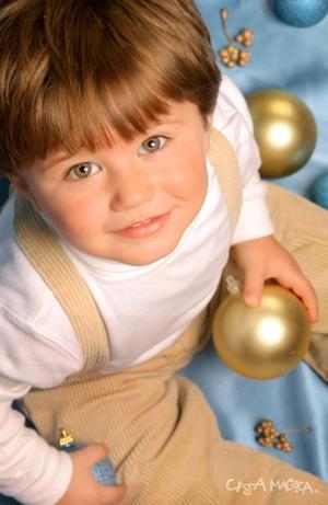 Niño Foad Bitar Mansur, es hijo de Eduardo Bitar Mena y Aída Mansur de Bitar, en un estudio fotográfico.