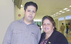 Hortencia Pérez Martínez viajó a México, la despidió Salvador Prado