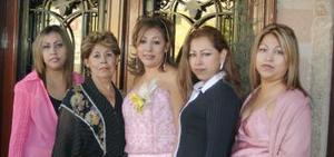 <u><i> 14 de noviembre de 2004</u></i><p> Goyita de González, Tere, Nena y Lorena González c Contreras le ofrecieron una despedida de soltera a Cristy González con motivo de su próxima boda